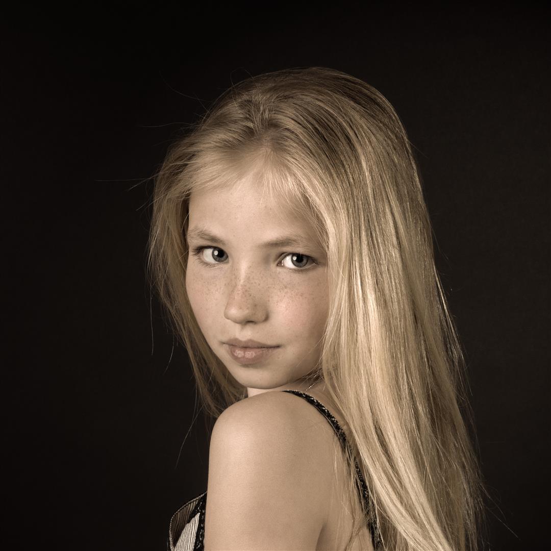 2017-12-20: Nieuwe foto toegevoegd aan het album Portretten Kinderen