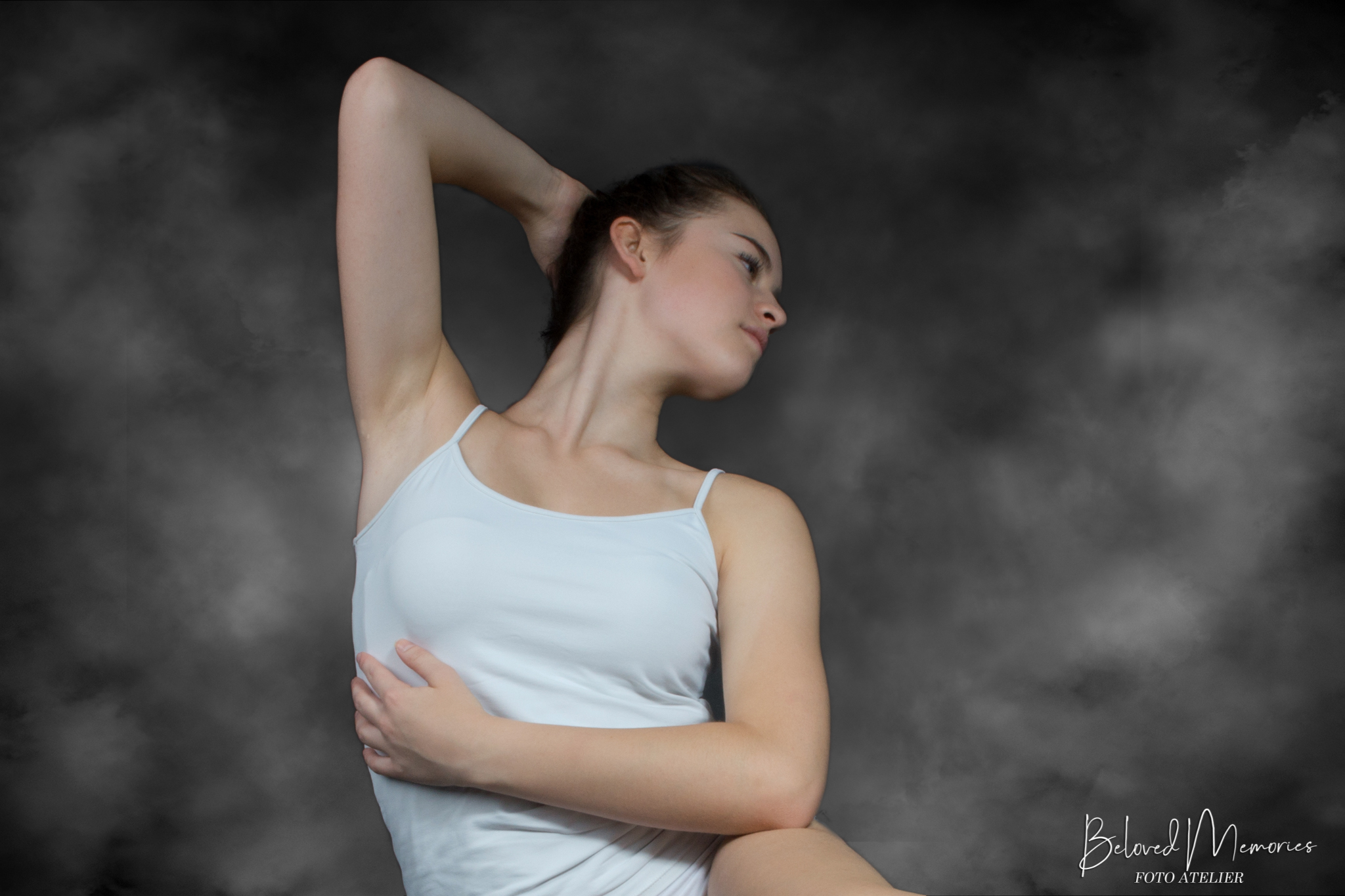 Read more about the article Ballet-dancer Isis within smoke